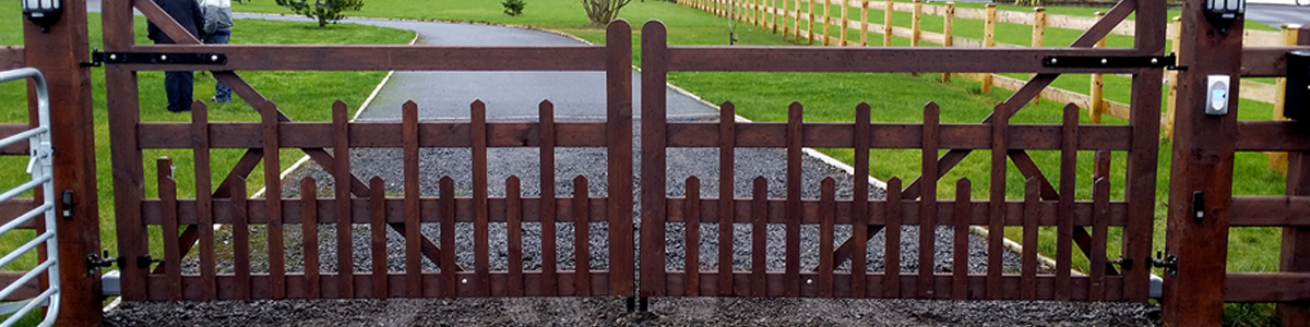 Carriage Gate Gate  from the Timbergate Country Range of Timber Gates